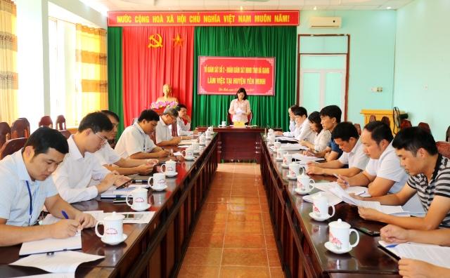 Phó Chủ tịch Thường trực HĐND tỉnh phát biểu tại buổi làm việc với huyện Yên Minh