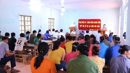 Toàn cảnh buổi tiếp xúc cử tri tại thôn Sơn Nam, xã Hương Sơn.