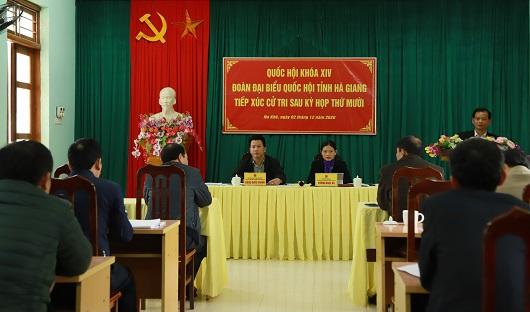 Đoàn ĐBQH tại buổi tiếp xúc cử tri xã Na Khê