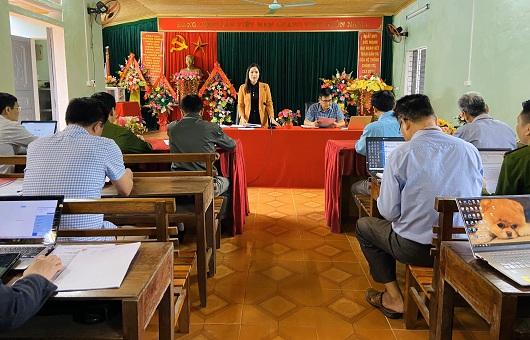 Đồng chí Phạm Thị Hồng Yên, Uỷ viên BCH Đảng bộ tỉnh, Trưởng Ban Kinh tế - Ngân sách HĐND tinh làm việc với Đảng ủy xã