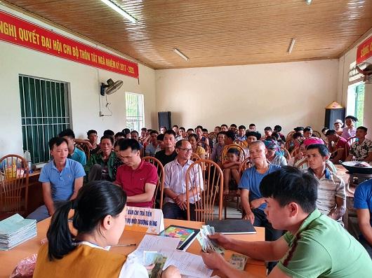 Chi trả tiền dịch vụ môi trường rừng cho người dân xã Tát Ngà, huyện Mèo Vạc.