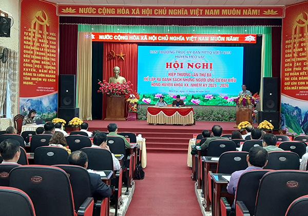 Đồng chí Nguyễn Cao Cường, Chủ tịch UBND huyện, Chủ tịch Ủy ban bầu cử huyện phát biểu tại Hội nghị. Ảnh: Sưu tầm