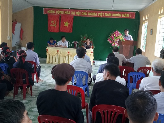Tổ Đại biểu HĐND huyện đơn vị số 5 tiếp xúc cử tri tại xã Ngam La. Ảnh: Sưu tầm