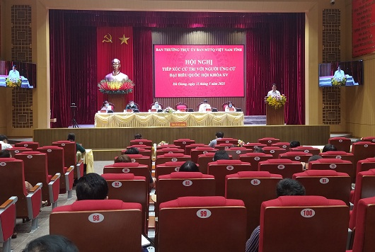 Ông Đặng Quốc Khánh, Ủy viên BCH trung ương Đảng, Bí thư Tỉnh ủy, Trưởng đoàn ĐBQH khóa XIV, đơn vị tỉnh Hà Giang phát biểu tại Hội nghị