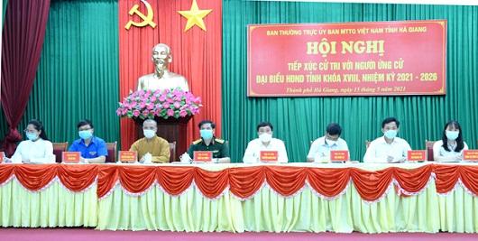 Các ứng cử viên HĐND tỉnh khóa XVIII tại buổi tiếp xúc