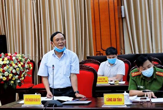 Giám đốc Sở Kế hoạch và Đầu tư Nguyễn Tiến Lợi báo cáo đánh giá kết quả PCI tỉnh Hà Giang năm 2020.