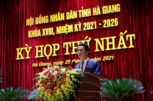 Đồng chí Đặng Quốc Khánh, Ủy viên Trung ương Đảng,  Bí thư Tỉnh ủy, Trưởng Đoàn đại biểu Quốc hội khóa XIV tỉnh Hà Giang phát biểu tại Kỳ họp